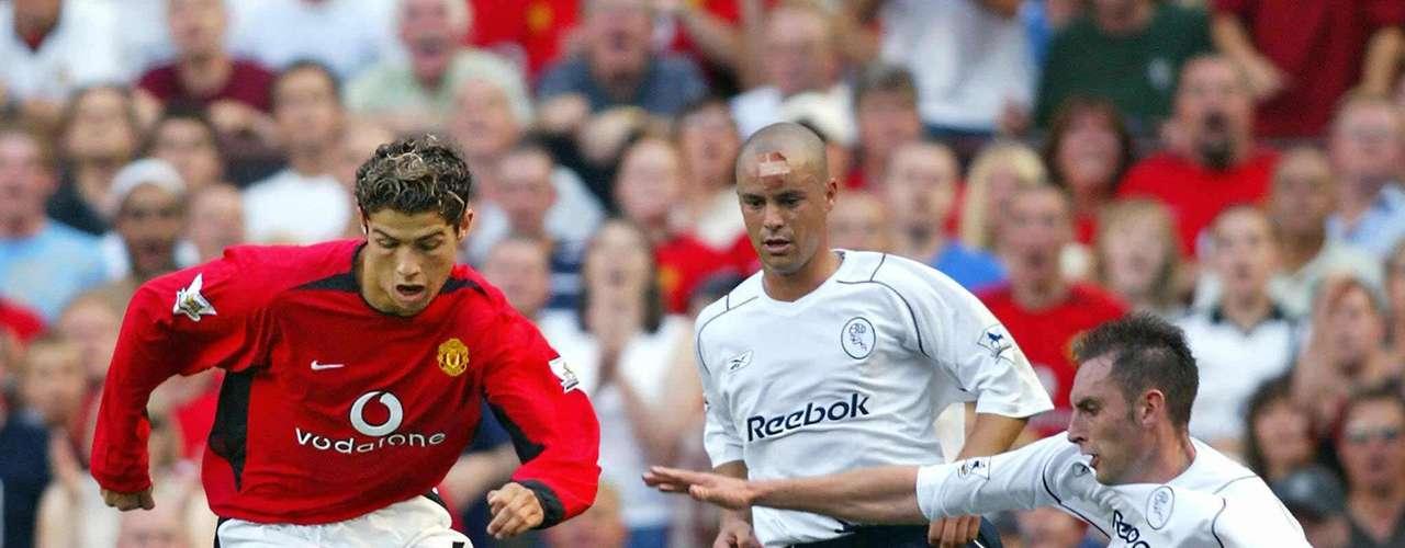 Debut: Cristiano Ronaldo se presentó en el United un 16 de agosto del 2003, hizo su debut como suplente ante el Bolton, al momento de ingresar el United ganaba 1-0 y su ingreso generó otros tres goles para terminar con goleada 4-0