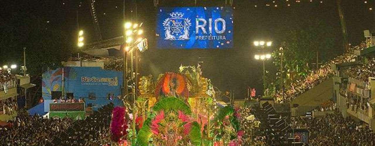 Earlier, Inocentes de Belford Roxo, Unidos da Tijuca, União da Ilha do Governador, Salgueiro and Mocidade Independiente paraded with themes having little to do with Brazil, something relatively new to the Carnaval.