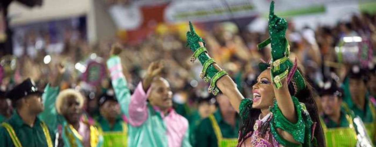 All the samba schools in Río de Janeiro compete for the title on the last and longest nighttime parade.