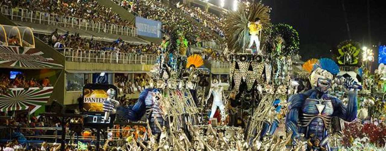 Even with celebrations going on across Brazil, most of the country's eyes were focused on Rio's Sambódromo, where the first night of parades didn't end until just before sunrise.