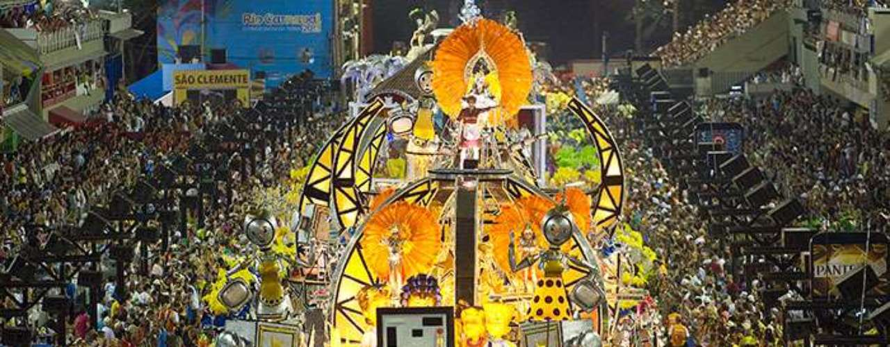 Social commentator Artur Xexeo, a longtime observer of Carnaval, attributed the changes to the fact that many of the Samba schools are sponsored by major companies that want to avoid any kind of controversy.