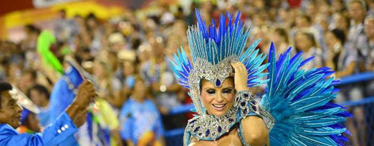 The madness of Carnival also took hold of other cities like Recife and Salvador de Bahia, where the revelry occupies the streets and is animated by known stars of popular music, like Daniela Mercury, Ivette Sangalo and Carlinhos Brown.