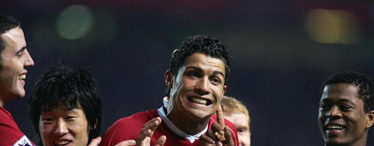 En el 2006 se convirtió apenas en el tercer jugador que gana en meses consecutivos el premio al jugador del mes.