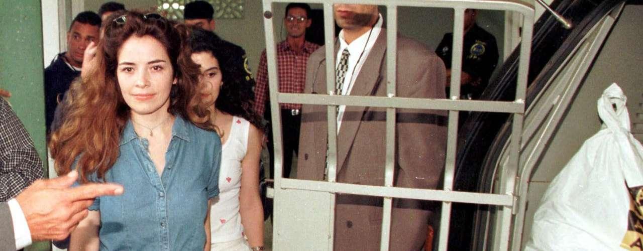 La estrella, quien nació en Nuevo Léon México,ha pasado por momentos bien duros en su carrera, uno de ellos su detención en el 2000 junto a su agente por un escándolo de abuso sexual a una menor.