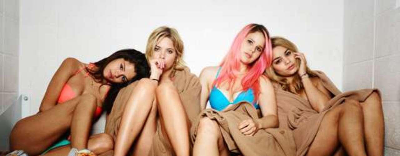 Ashley Benson, Selena Gomez, Vanessa Hudgens, y Rachel Korine nos deleitan en la cinta 'Spring Breakers'. Las jóvenes lucen unos particulares bikinis que demuestran que ya son todo unas mujeres