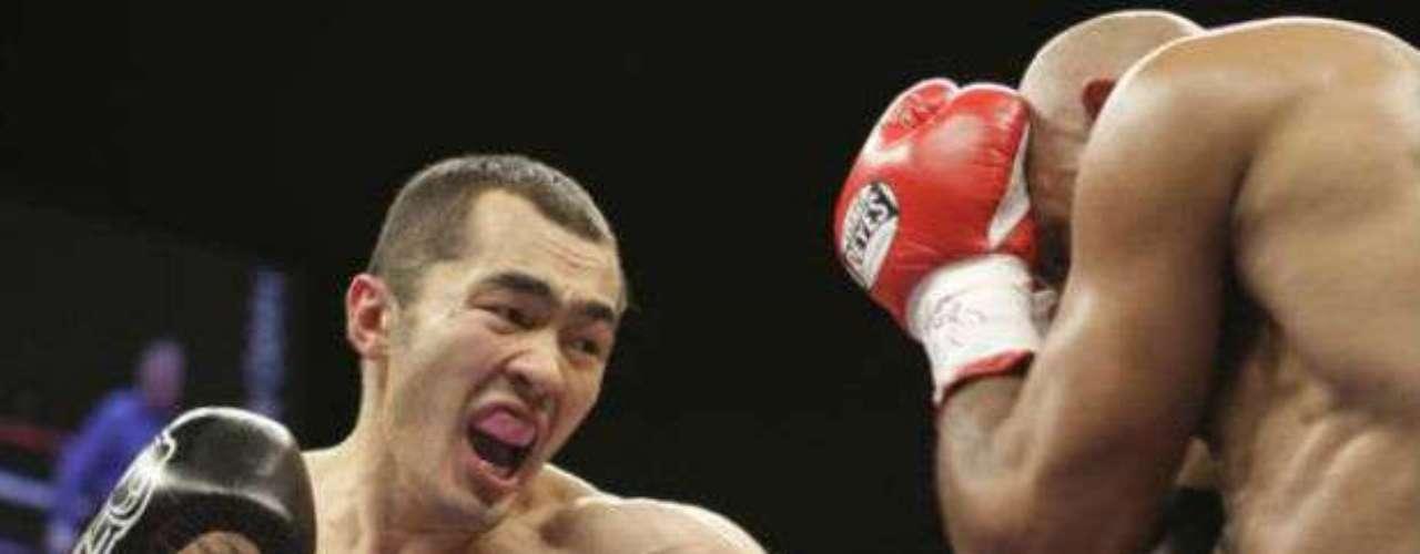 En la categoría de los medios pesados está el kazajo Beibut Shumenov, quien es campeón de la AMB con un récord de 13-1 (8 KOs).