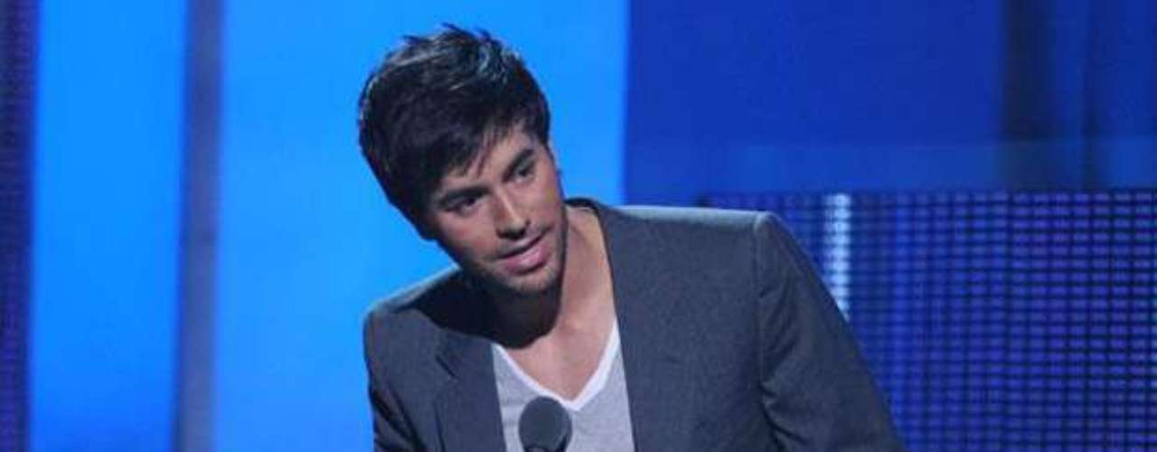 Enrique Iglesias accepted his award for 'Male Pop Artist of the Year' with glee.