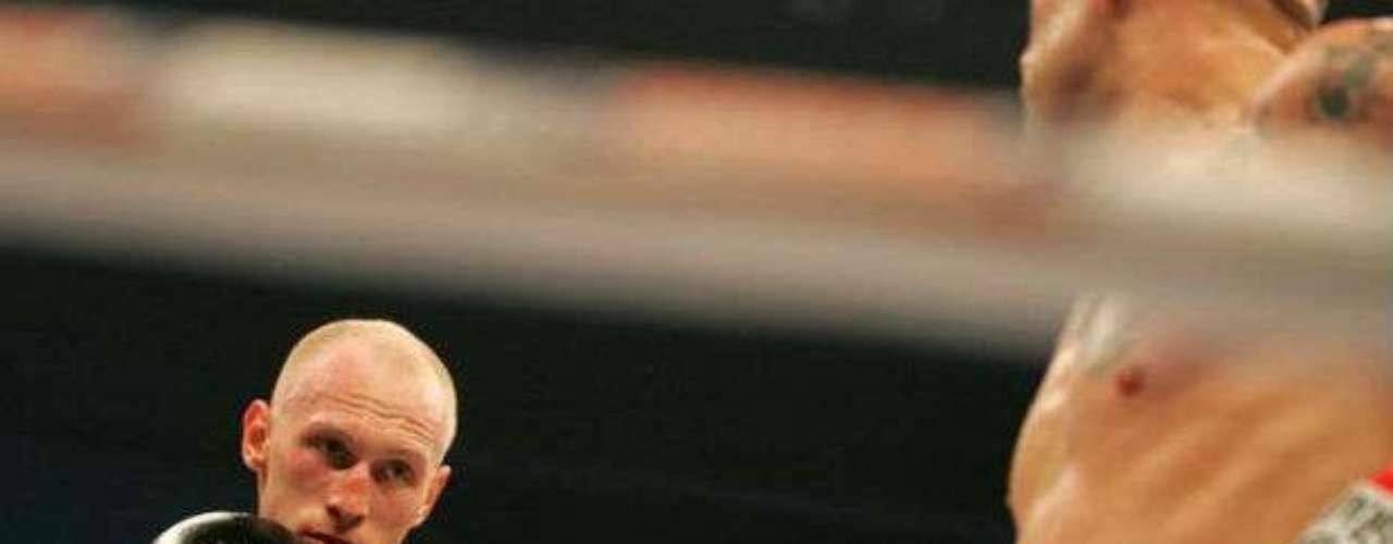 Los peleadores europeos dominan estas categorías. Para seguir con esta tendencia también sobresale el polaco Krzysztof Wlodarczyk, quien es campeón semicompleto del CMB. Su récord es de 47-2-1 (33 KOs).