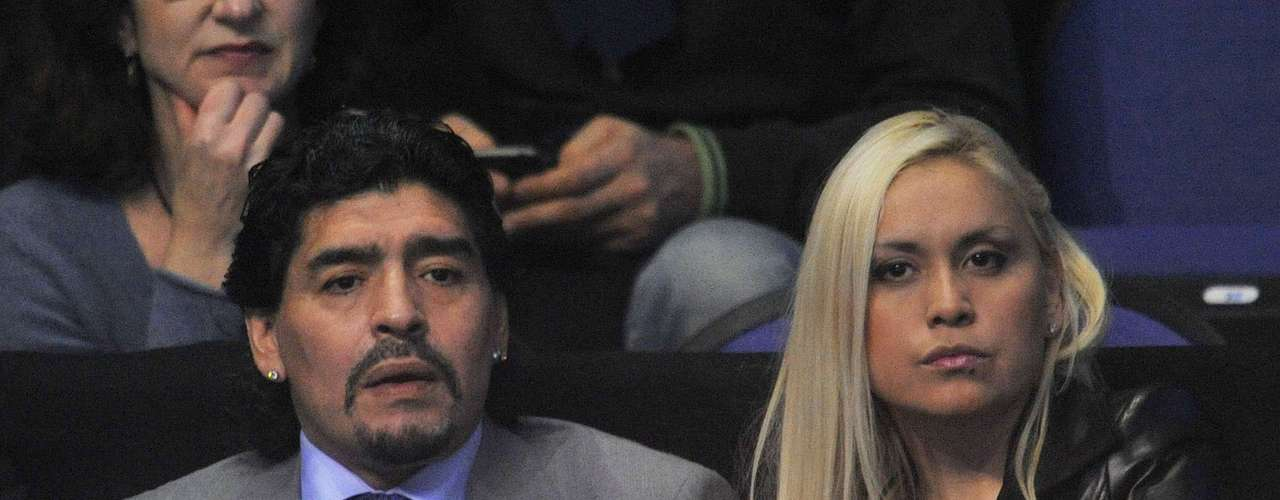 Argentine soccer great, Diego Armando Maradona, became a facther for the fifth time after his ex girlfriend, Verónica Ojeda, gave birth to Diego Fernando close to midnight on Wednesday. Here at Terra we tell you how Diego Jr. came to the world and list all the family members of the Maradona family.