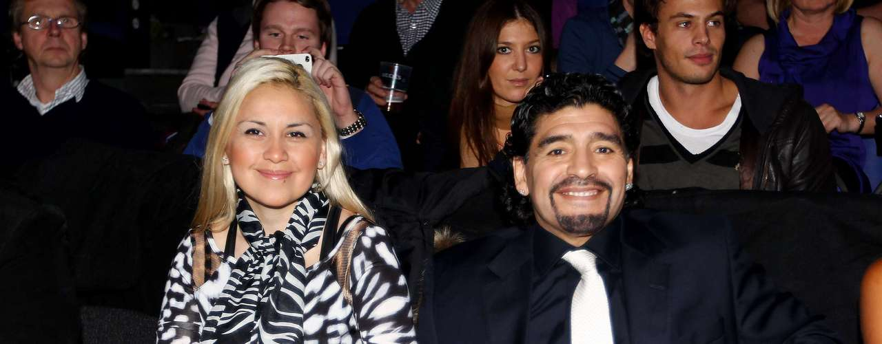 After several weeks of a confrontation magnified by the media, Ojeda and Villafañe agreed to avoid verbal agressions, but Maradona's daughters posted several comments criticizing Ojeda.
