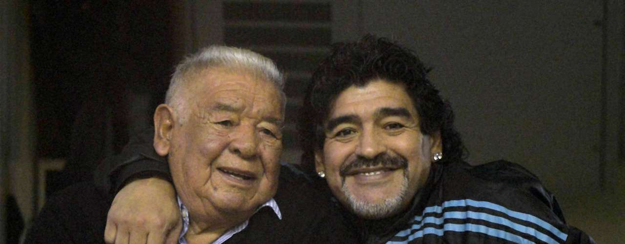 Diego Armando Maradona was the fourth child, and the first boy of Diego Maradona Sr. (in photo) and Dalma Salvadora Franco. He has two younger brothers, Hugo and Raúl, who also played professional soccer.