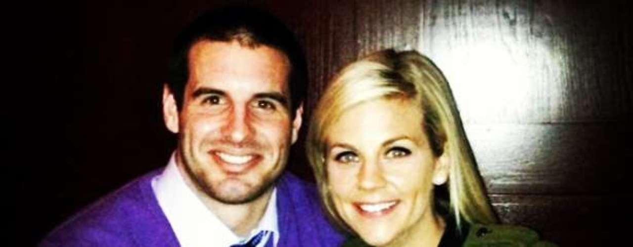 El mariscal deMinnesota Vikings,Christian Ponder yla periodista de ESPN Samantha Steele, comenzaron a salir a finales de octubre de 2012 y se casaron a finales del mismo año.