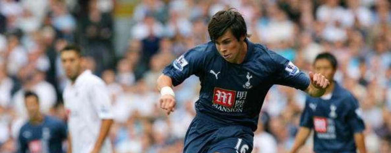 Su primer conquista en la Premier Leaguellegó el 1 de septiembre de 2007 ante el Fulham.