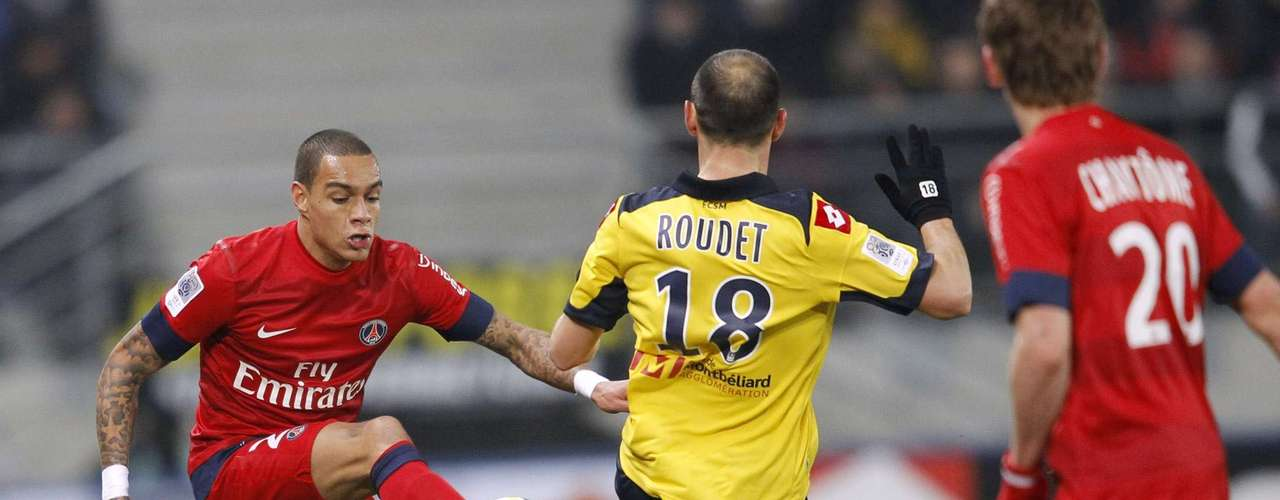 Sochaux's Sebastien Roudet (C) challenges Paris Saint Germain's Gregory Van Der Wiel (L) during their French Ligue 1 soccer match at the Bonal stadium in Sochaux, February 17, 2013.