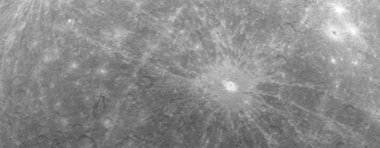 Las fotografías -tomadas por el Mercury Messenger de la Agencia espacial de EE.UU. (NASA, por sus siglas en inglés)- sugieren que el planeta se formó a mayor distancia del Sol y después se desvió hacia su posición actual.