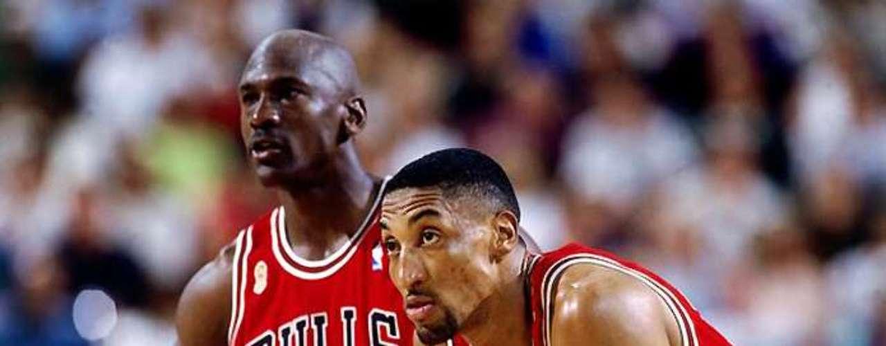 El ex compañero de equipo en los Bulls, Scottie Pippen, también aprovechó Twitter para desearle un feliz 50 cumpleaños a MJ.