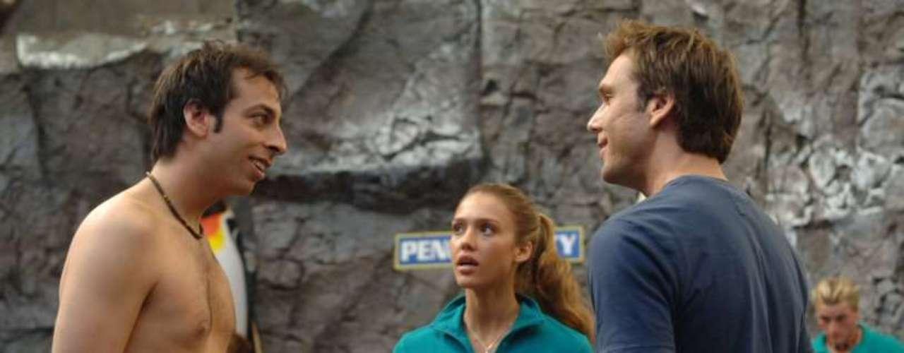 'Good Luck Chuck':Dane Cook interpreta a un hombre con muy mala suerte en el amorquien cae rendido ante los pies de una experta en pingüinos interpretada por Jessica Alba.