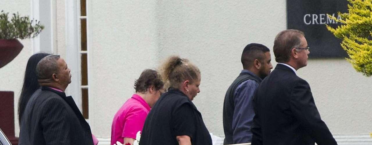 Amigos y familiares dan su último adiós a Reeva Steenkamp.