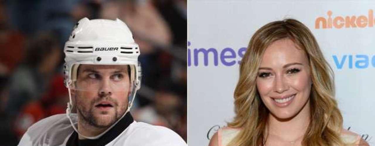 Mike Comrie y Hilary Duff: El ex jugador de hockey canadiense y la cantante y actriz estadounidense se casaron en 2010, después de tres años de noviazgo. La pareja tiene un hijo, Luca Comrie.