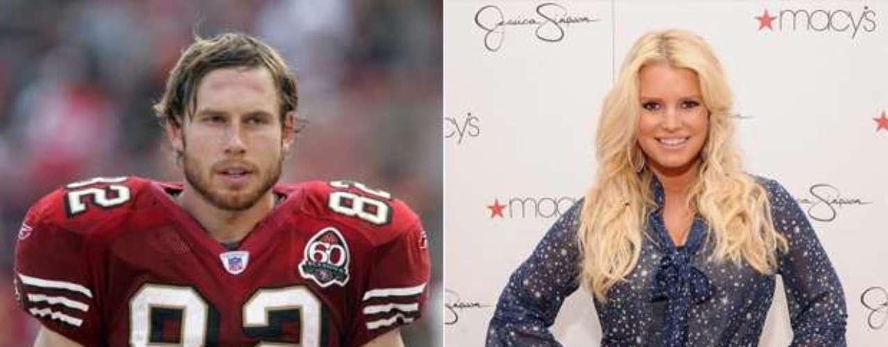Eric Johnson y Jessica Simpson: Actualmente, la pareja de la cantante es el ex tight end, con quien está comprometida desde 2010. La pareja tiene una niña, Maxwell Drew, y están esperando su segundo bebé.