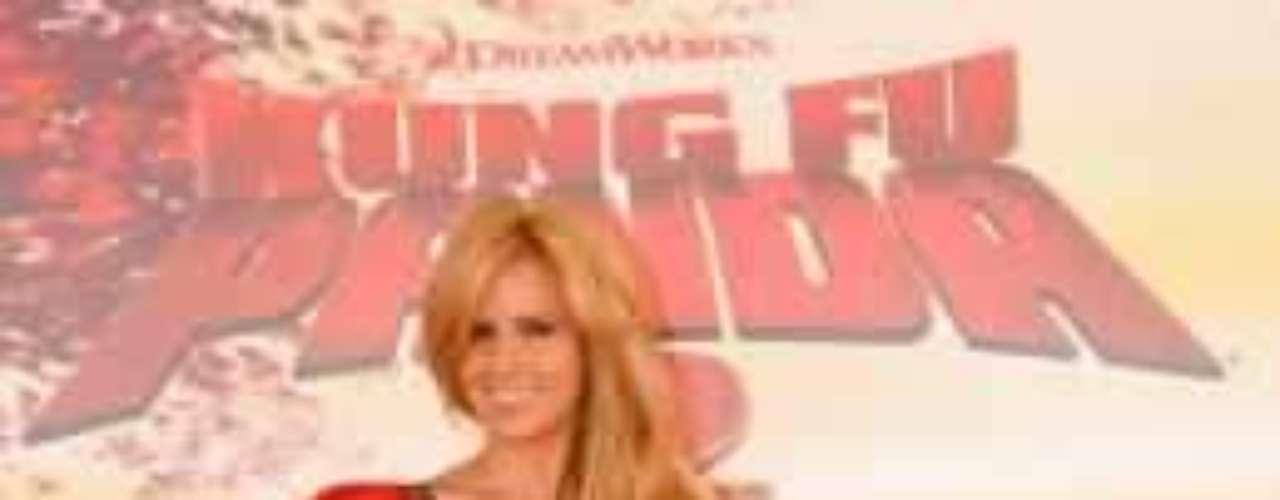 Esta cubana de enorme sonrisa, ha conquistado el corazón de los mexicanos gracias a sus trabajos como presentadora en diferentes programas de televisión en TV Azteca. Belleza y simpatía en una sola mujer.Actrices de novela: ¿De quién es esta gran 'pechonalidad'?Actrices que se 'inflamaron' con el tiempoEstrellas de novela que se han desnudado en PlayboyDos actrices, un personaje... ¿Quién lo hizo mejor?