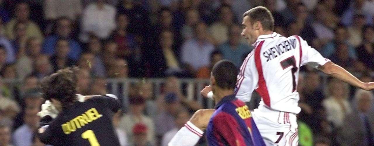 26 de septiembre de 2000,Camp Nou: por la fase de grupos de la Champions 2000-01, el equipo rossonero dio la sorpresa y se impuso 2-0.