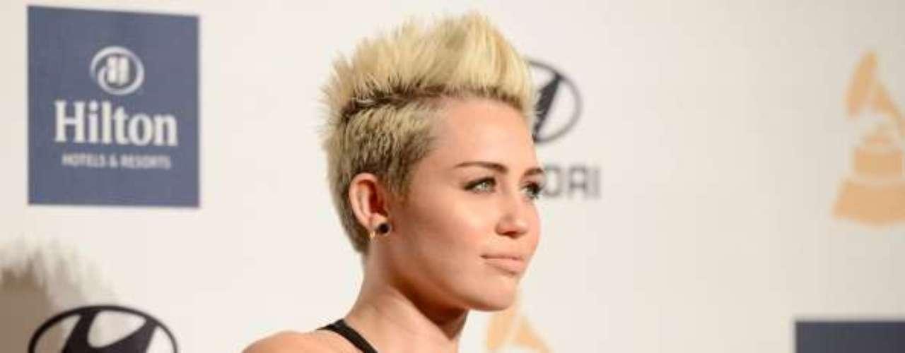 Miley Cyrus: otra de las jóvenes que ha sido noticia por culpa de piratas informáticos que lograron publicar imágenes provocativas de la actriz y cantante de Disney.