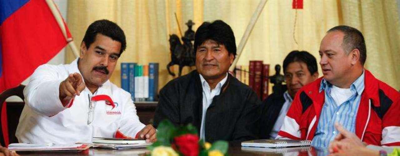 A la reunión realizada entre Maduro y Morales en Caracas, asistieron algunos gobernadores bolivarianos, el viceministro para el Área Social y miembros de la Dirección Nacional del Psuv, así como el Vicepresidente de la Asamblea Nacional (AN), Diosdado Cabello.