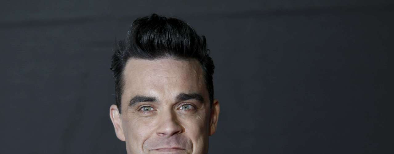 Singer Robbie Williams arrives for the BRIT Awards, celebrating British pop music, at the O2 Arena in London February 20, 2013. REUTERS/Luke Macgregor (BRITAIN  - Tags: ENTERTAINMENT)