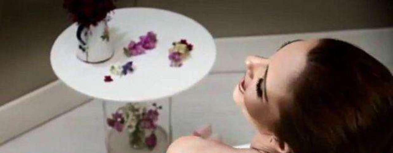 Mariana Seoane deja al descubierto mucha piel en el clip \