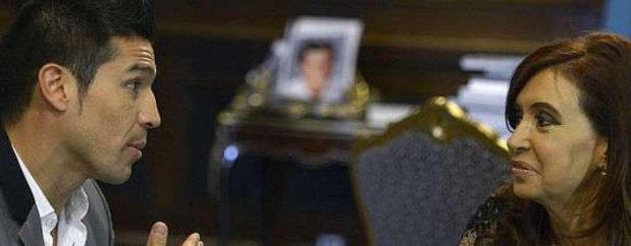 Después de ganar el título Medio del CMB, Martínez fue recibido en la Casa Rosada por la presidenta de Argentina, Cristina Fernández.