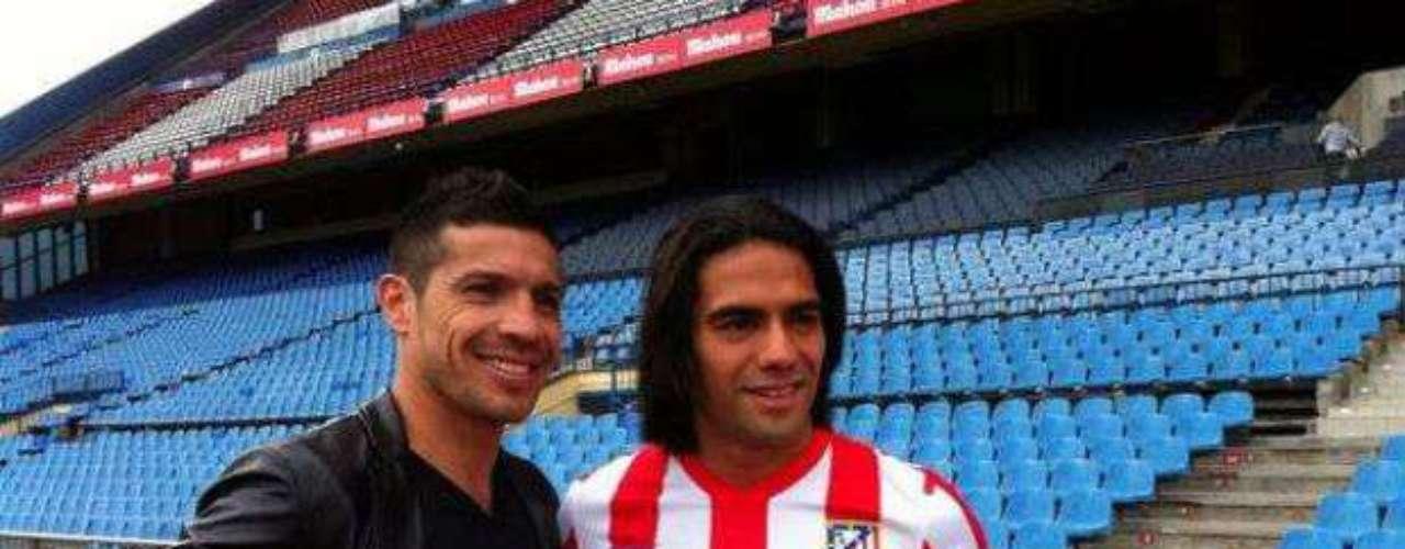 'Maravilla' también ha convivido con grandes futbolistas como el delantero colombiano del Atlético, Radamel Falcao.