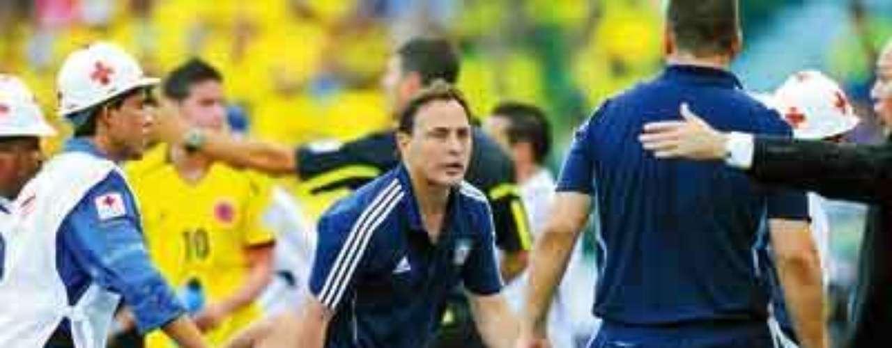 NICOLAS BURDISSO. El defensor de La Roma participó en 2011 en un juego eliminatorio de Argentina en Barranquilla, Colombia, pero tendría una amarga tarde tras salir del terreno de juego a los 37 minutos luego de haberse roto los ligamentos cruzados de la rodilla izquierda. Lo único positivo es que la Albiceleste ganó ese día 2-1.