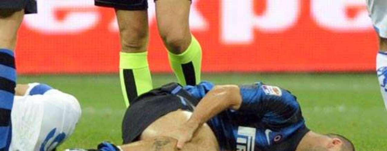 WALTER SAMUEL. Es una más de las tantas desgracias en las que ha caído el Inter de Milán, aunque para infortunio del central argentino ha sido en un par de ocasiones, ambas del ligamento cruzado anterior de la rodilla izquierda, una fue en la temporada 2007-08, la otra en la 2009-10, aunque en todas logró recuperarse de forma óptima.
