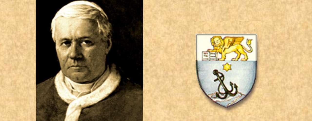 PIO X: (1903-1914). Giuseppe Melchiorre Sarto. En 1904 prohibió cualquier intervención de otras naciones en la elección papal. En 1908 reformó la curia. Fomentó y amplió la recepción del sacramento de la Eucaristía. Poco antes de su muerte, el 20 de agosto de 1914, lanzó una advertencia sobre el peligro de guerra: \