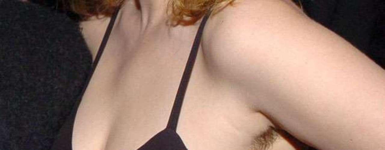 La famosa dejó al descubierto muchos pelos en esta zona de su cuerpo mientras posaba junto al diseñador Marc Jacobs en 2005