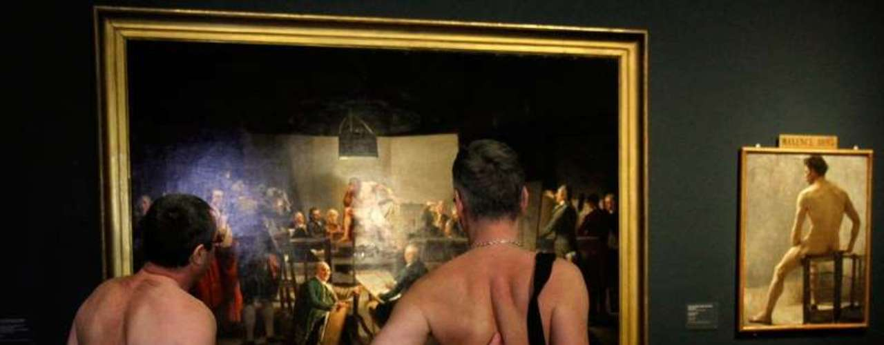 "The exposition debuted on February 19, with approximately 200 nudists attending the Leopold, to contemplate, without textile barriers, the exhibition ""Nude Men,"" about the history of the representation of the male body in art. This particular art show is restricted to adults and only open at night."