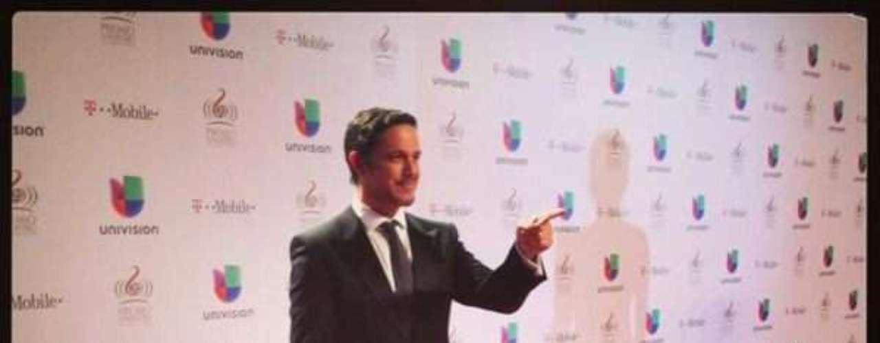 @AlejandroSanz como todo un príncipe, y por qué nopresumirlo en su Twitter.