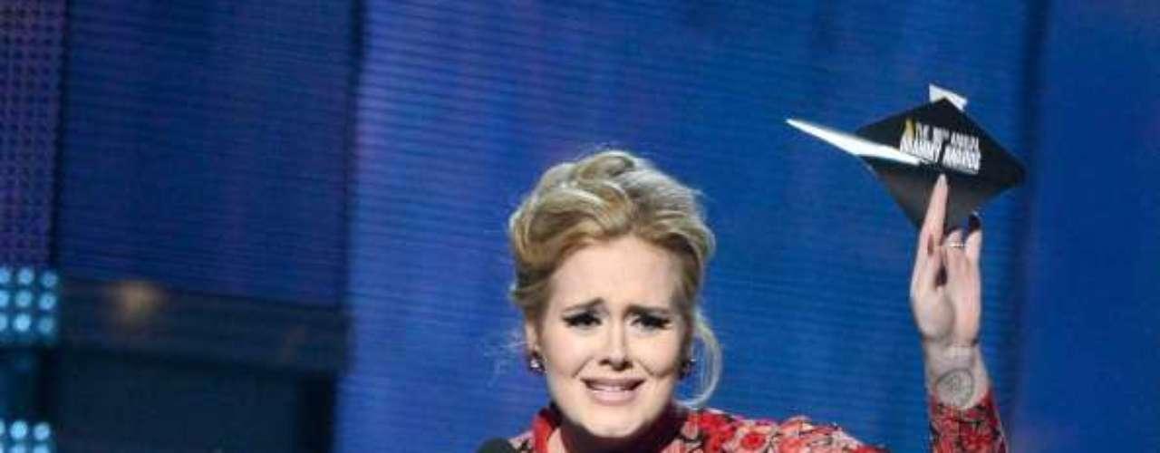 Un supuesto video íntimo de la cantante Adele comenzó a circular en internet. La cantante desmintió que se trate de ella y aseguró que tomará las medidas legales contra los que difundieron las falsas imágenes.