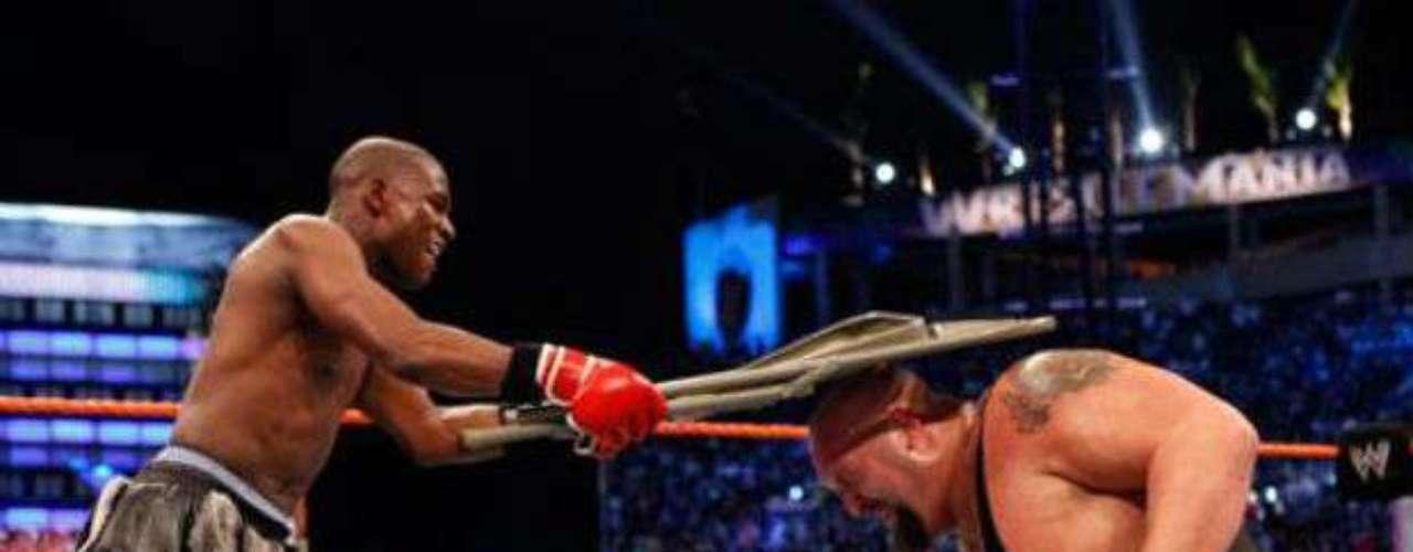 Mayweather se ha dado el lujo de participar en eventos de otro índole como en la lucha libre, en especial la de la WWE. En el evento Wrestlemania XXIV, 'Pretty Boy' ganó un combate mano a mano ante el luchador Big Show.