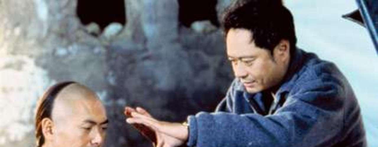 'El Tigre y el Dragón' (2000) fue el gran logro de Ang Lee, la cinta que le dio un lugar entre los mejores y el tributo que le hizo a un legendario género del cine chino: el wuxia. Chow Yun-Fat, Michelle Yeoh y Zhang Ziyi volaron por los aires en la película que le dio a Lee su primer Oscar, en la categoría de Mejor Película Extranjera.