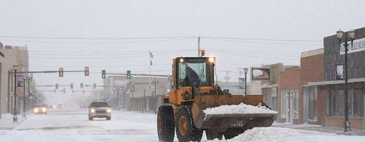 Paul Braun, spokesperson for the Texas Transportation Department, said that the blizzard conditions and accumulation of snow have made many of the streets in Northern Texas unusable.