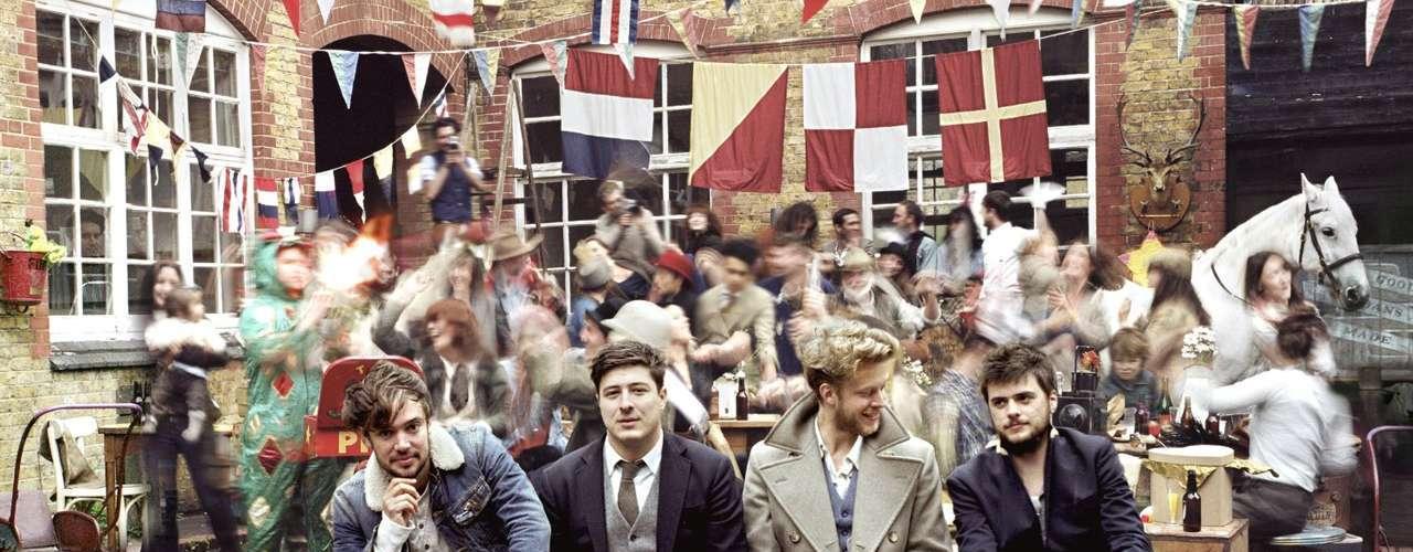 9. 'Babel' de Mumford & Sons. La agrupación británica se ubicó en la novena posición al vender 2 millones 300 mil copias a nivel global con la producción discográfica que les permitió ganar el galardón a Álbum del Año en la edición 55 de los Premios Grammy.