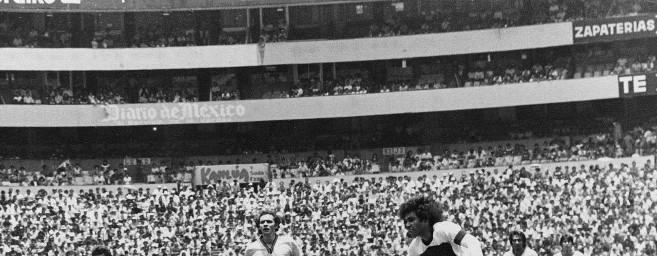 Hugo Sánchez compartió el título de goleo con Cabinho en la temporada 1978-79 con 26 anotaciones. El delantero mexicano marcó 99 goles con Pumas, en cinco torneos.