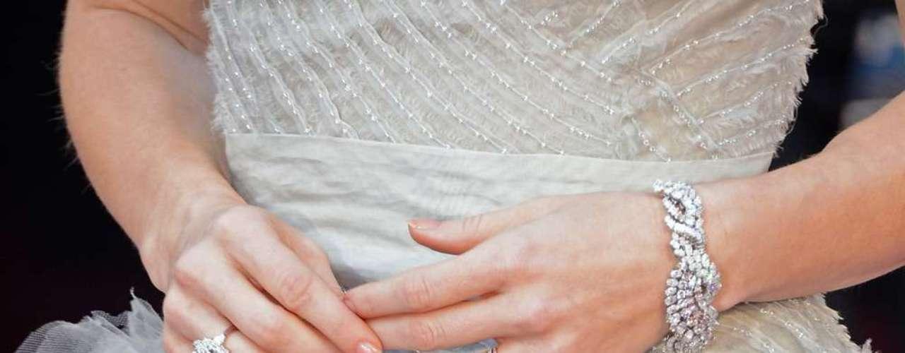 Adams eligió susjoyas de la casa Moa para complementar su vestido en 2013. La pregunta es si la actriz logrará superar su look impecable este año.