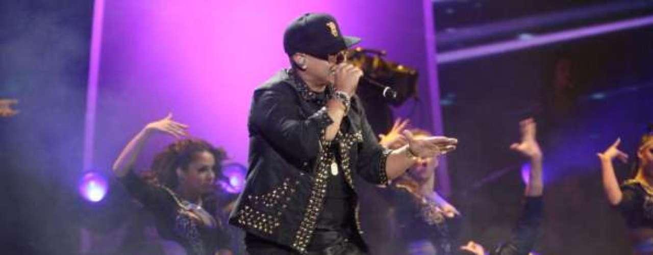 Al estallido de luces y sensualidad, Daddy Yankee echó más leña al fuego con \