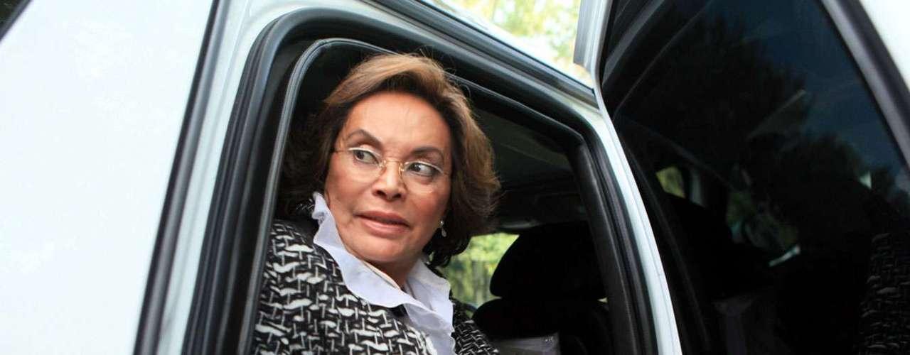 El 13 de julio de 2007, la maestra Elba Esther Gordillo recibió una notificación del PRI en la que se le daba a conocer su expulsión del partido por solidarizarse con fuerzas políticas distintas al Revolucionario Institucional. Esto luego de su apoyo al panista Felipe Calderón Hinojosa en las elecciones de 2006.