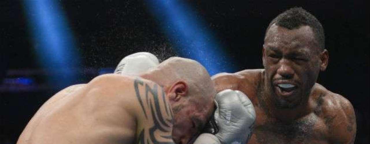 Hasta ahora, la victoria más importante del estadounidense ha sido ante el puertorriqueño Miguel Cotto, con el que defendió su título Superwelterde la AMB.