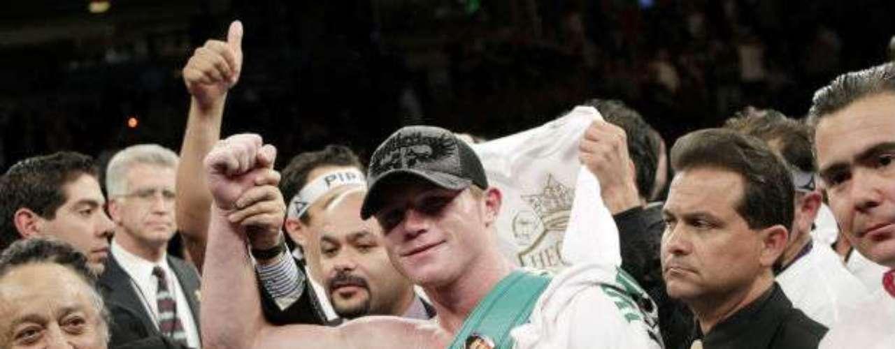 Saúl Álvarez es el actual campeón Superwelter del CMB con una marca invicta de 41-0-1 (30 kos). El 'Canelo' además es un púgil muy mediático en México y aún es muy joven para crecer en su carrera.