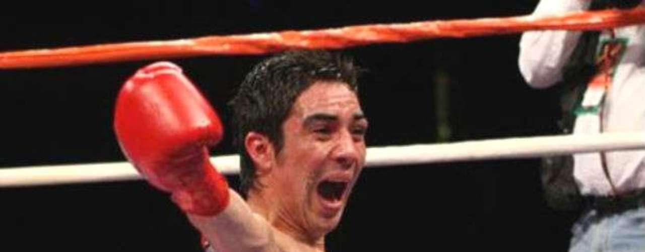Por último, Antonio De Marco, ex campeón de peso Ligero por parte de la CMB, es uno de los grandes peleadores mexicanos, aunque en su último enfrentamiento no le fue bien tras perder con Adrien Broner.